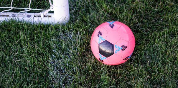 Las mujeres también se visten de fútbol